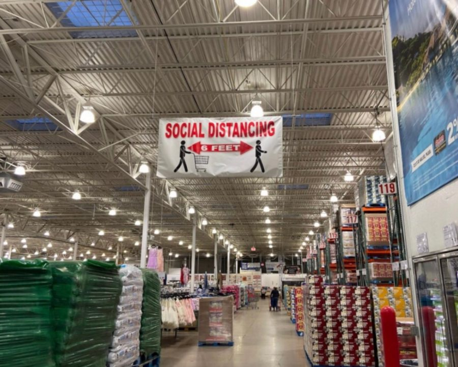 Costco+encourages+keeping+six+feet+away.