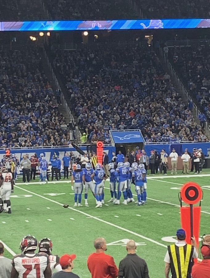 Stafford on the field with former teammates.