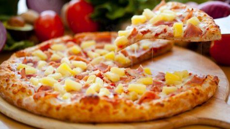 A delicious Hawaiian pizza.